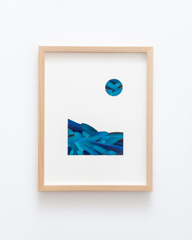 tableau bleu paysage mosaïque de plumes de perroquet